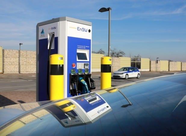 Entlang der wichtigsten Autobahnen: Verhelfen diese Schnellladesäulen für Elektroautos nun zum Durchbruch der eMobilität? Foto: EnBW.