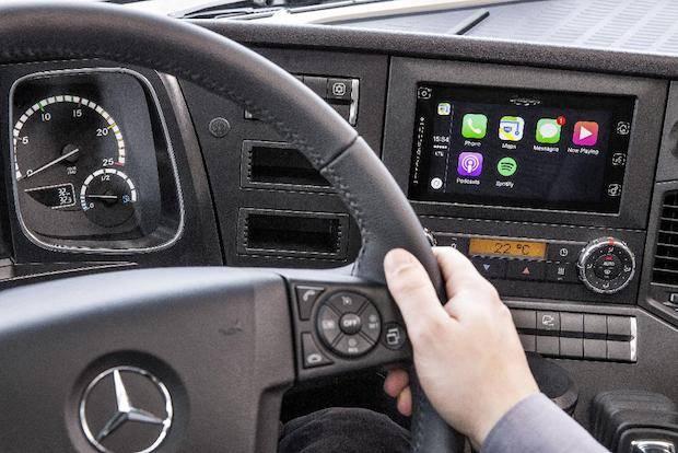 Bild von Trendsetter Mercedes-Benz: Apple CarPlay™ und Android MirrorLink™ ab sofort auch im Lkw