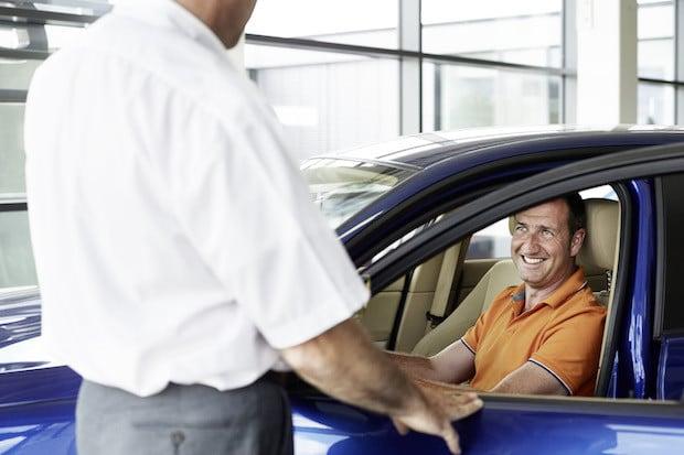 Photo of Augen auf beim Gebrauchtwagenkauf – LeasePlan gibt Tipps zum Fakten-Check