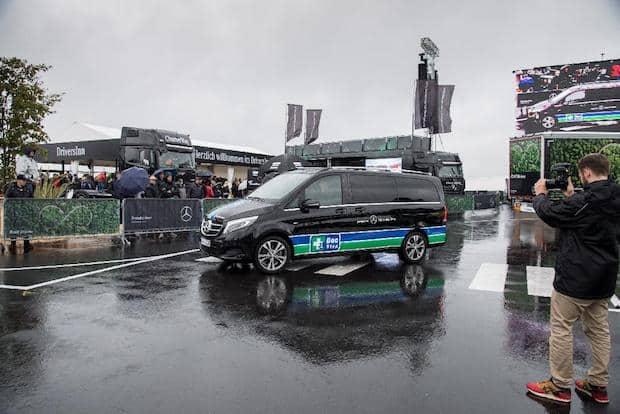 Photo of Für Trucker unterwegs: Mercedes-Benz Lkw sponsert Infomobil für DocStop