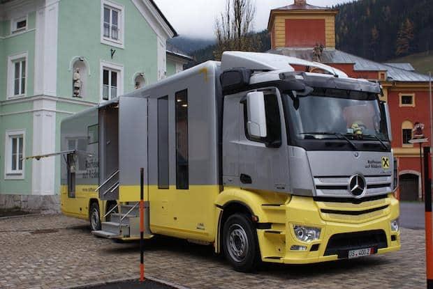 Photo of Bankfiliale auf Rädern: Mercedes-Benz Antos bringt das Geld
