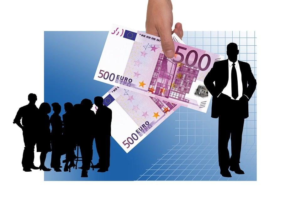 Gehälter: Fachkräftemangel sorgt für Schwierigkeiten in den Vergütungssystemen