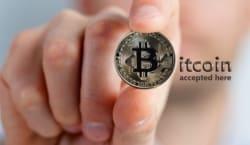 Der Kurs von Kryptowährungen wie zum Beispiel der Bitcoin ist im vergangenen Jahr massiv gestiegen.