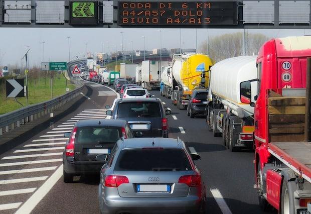 Bild von ADAC: Weiter großes Geduldspiel auf den Heimreiserouten