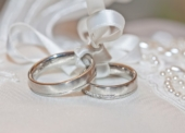 Schicke Eheringe nach Wunsch gestalten