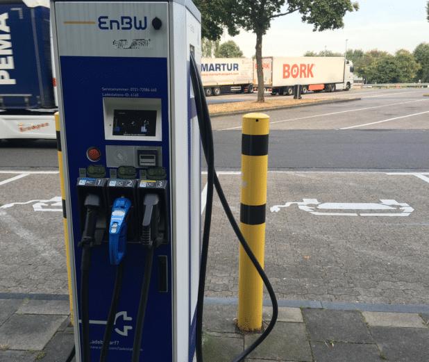 EnBW Ladesäule für Elektroautos an der A4 (Overath) - Foto: Sven Oliver Rüsche.