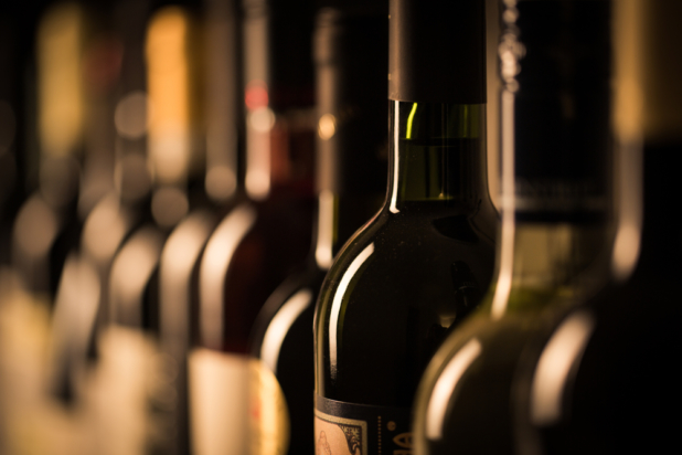 Etiketten werten zum Beispiel Weinflaschen auf - Foto: ©  l i g h t p o e t / Shutterstock.