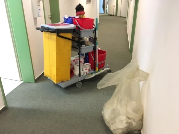 Gebäudereinigung in Stuttgart - Auch ein klassischer Reinigungswagen kommt natürlich zum Einsatz.