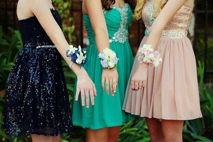 Photo of Was ist die beste Farbe für Ihr Ballkleid?