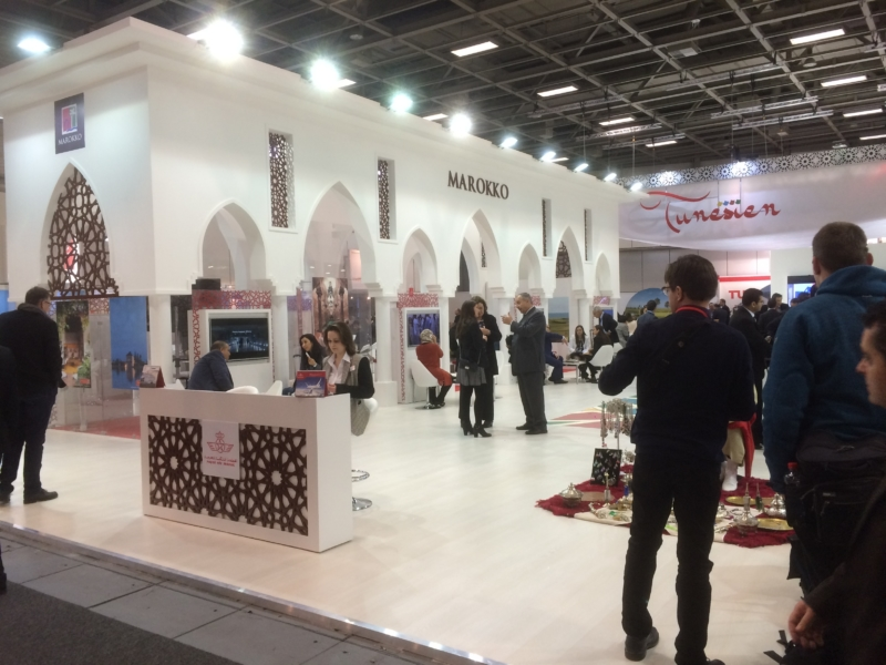 Mit großen Bauten präsentiert sich der Orient. Marokko hat von Wüste bis Strand und seiner alten Kultur viel zu bieten.