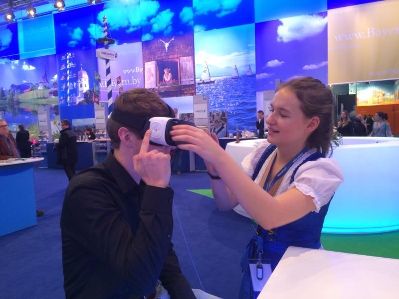 Virtuelle Reiseerlebnisse bietet nicht nur Bayern. Die neuen Technik-Innovationen - hier VR-Brillen - haben die Tourismus-Wirtschaft schon längst erreicht!