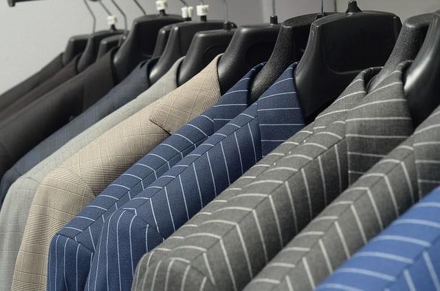 Bild von Anzughosen richtig pflegen – einen guten ersten Eindruck hinterlassen