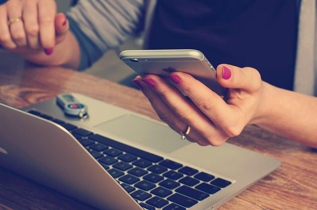 Photo of Smartphones in der Arbeit: Welche Nutzungsregeln gibt es?