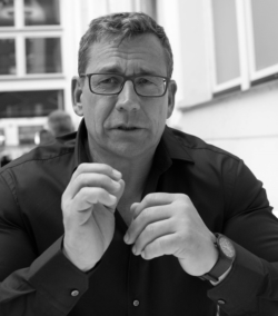 Autor Bernd Kiesewetter zum Thema Unternehmergesundheit. Foto: Ben de Biel