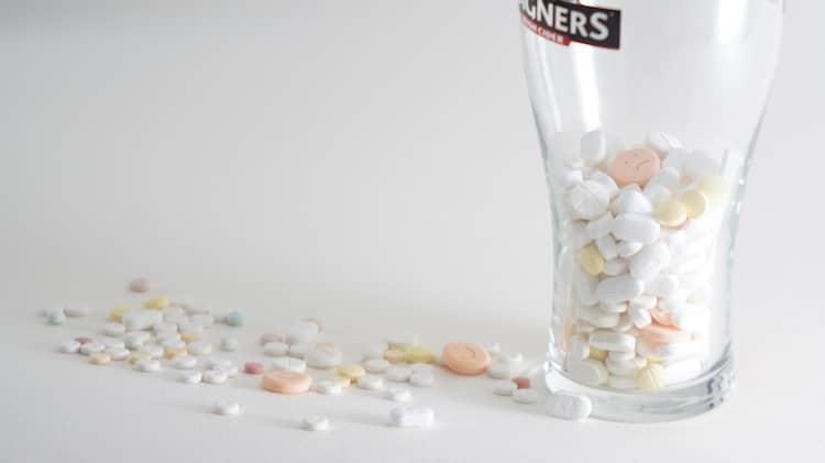 Bild von Nehmen wir zu viele Schmerzmittel?