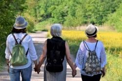 Frauen in den Wechseljahren leiden oftmals unter Hitzewallungen und Schweißausbrüchen.