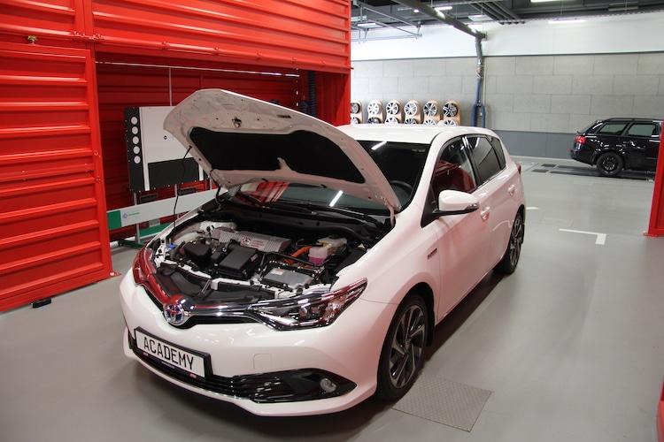 Bild von A.T.U: Wartung von Hybrid- und E-Fahrzeugen