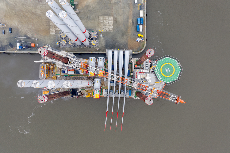 "Photo of Offshore-Windpark ""EnBW Hohe See"" errichtet"