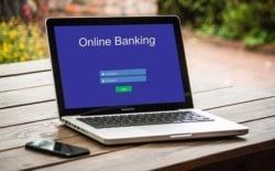 Bei einer Auslandsüberweisung mit dem Online Banking fallen Kosten an.