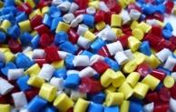 Kunststoff vs. Edelstahl – Was eignet sich besser zum Durchleiten von Chemikalien?
