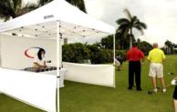 Golfspiel – Überdachung mit einem Faltpavillon