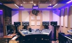 Bei der Einrichtung eines Tonstudios muss auf die richtige Schalldämmung geachtet werden.