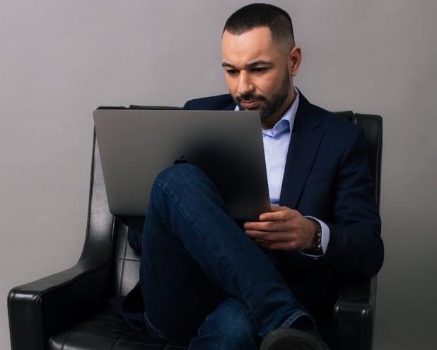 Mohamed Ali Oukassi ist eCommerce Berater und Gründer der Agentur eBakery.