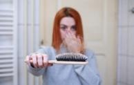 Eisenmangel: Haarbruch, Kopfschmerzen und Müdigkeit