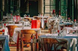Die Stühle in der Gastronomie sollten bequem sein.