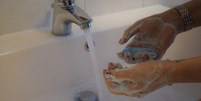 Trotz Hygieneschutzwand und Maund-Nasenmasken dürfen die Hygieneregeln nicht vergessen werden.