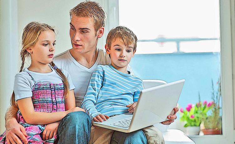 Der Lock Down verschafft einem mehr Zeit mit der Familie. So bleibt Zeit ein Fotoalbum online zu gestalten.