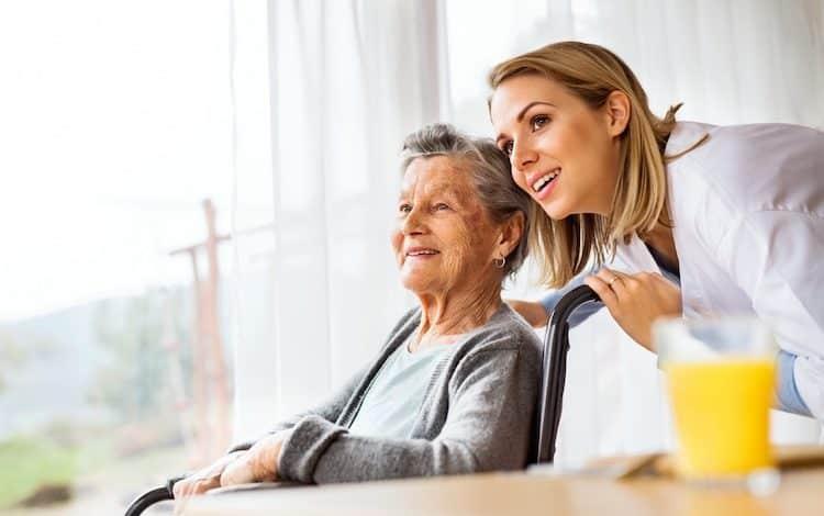 Bei der Pflege eines Angehörigen kommt man schnell an seine Grenzen.