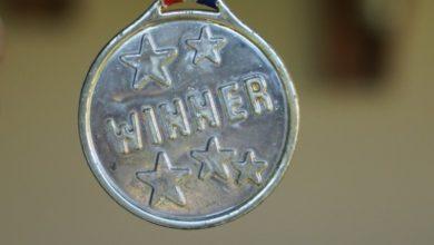 Medaillen und Pokale sind beliebte Siegestrophäen.