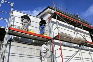 Vermeiden Sie Schäden an der Fassade und lassen diese regelmäßig renovieren.