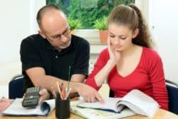 Auch Online Nachhilfe kann die Aspekte der herkömmlichen Nachhilfe anknüpfen.
