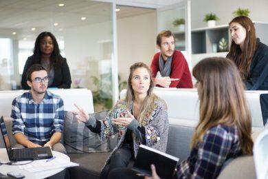 Für eine für beide Seiten befriedigende und effektive Zusammenarbeit stellen regelmäßige Mitarbeitergespräche dar.