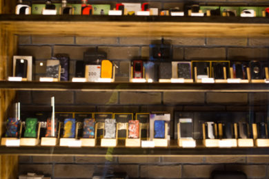 Ein gewisses Sortiment an E-Zigaretten und den entsprechenden Liquids findet sich heutzutage sogar in einigen Kiosken und Tankstellen.